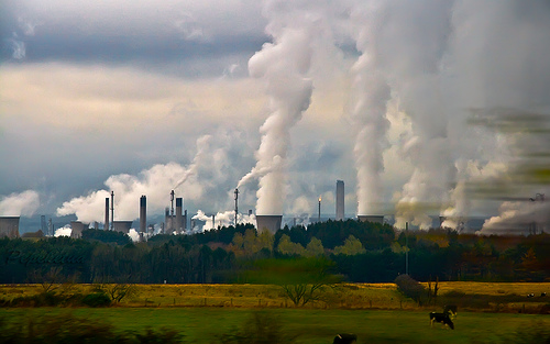 nuclear energy or geothermal energy How geothermal energy works heat from the earth can be used as an energy source in many ways, from large and complex power stations to small and relatively simple pumping systems.